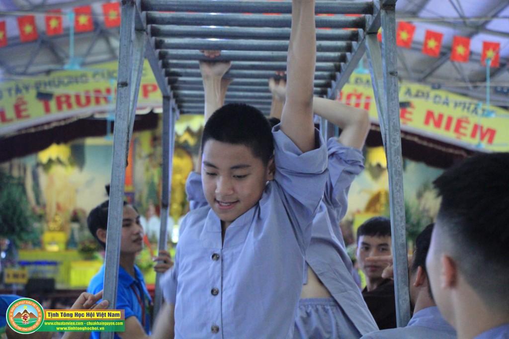 cuocdua vuotchuongngaivat0048